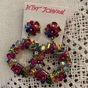 Betsey Johnson Jewelry - Beautiful round floral earrings